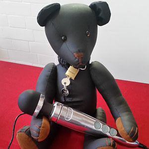 At Eroticon Elvis the Black Bear holds a Doxy